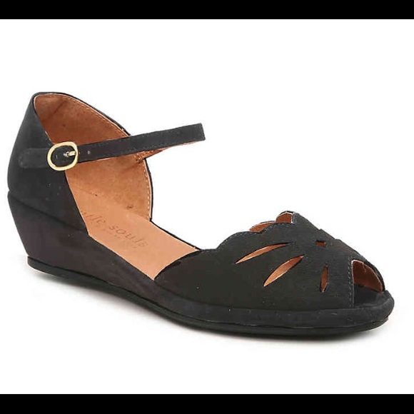 3740ff297d gentle souls Shoes - Gentle Souls by Kenneth Cole Lily Moon Wedge
